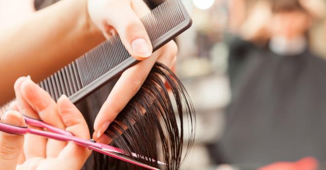 Couper les pointes de vos cheveux