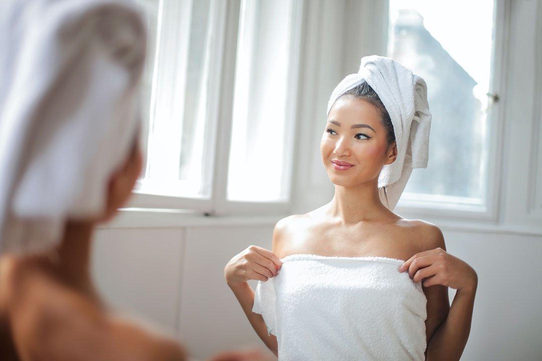Laver ses cheveux avec un shampoing doux