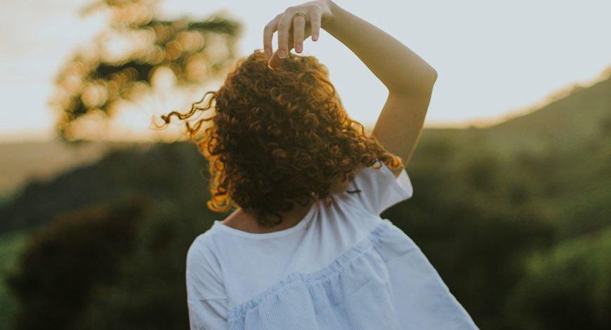 4 soins cheveux bouclés à connaitre