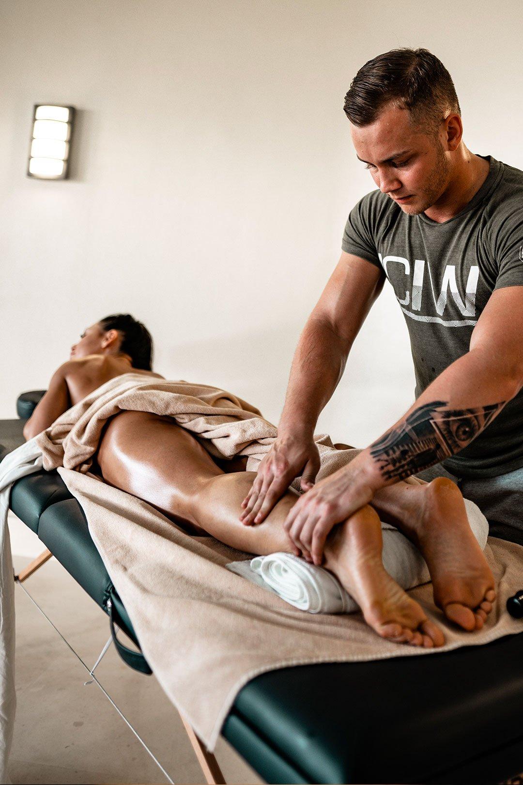 massage lymphatique pratiqué par une kinésithérapeute